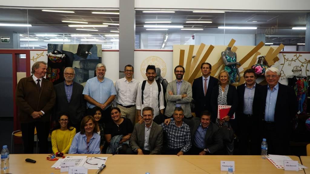 Reunión de grupo del Patronato en el aula Desigual del IES Joan Brossa